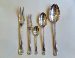 Hanoverian Bead silver canteen
