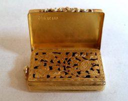 William IV 18 carat gold vinaigrette grille